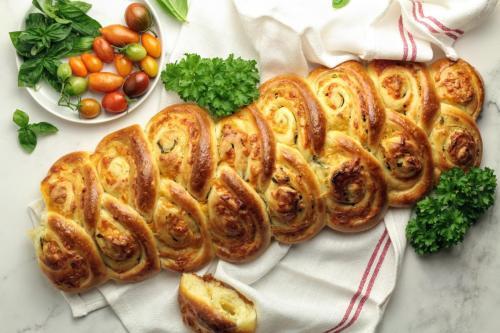 Sourdough Cheesy Garlic pull apart bread